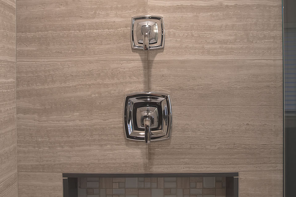 chrome tub fixtures detail